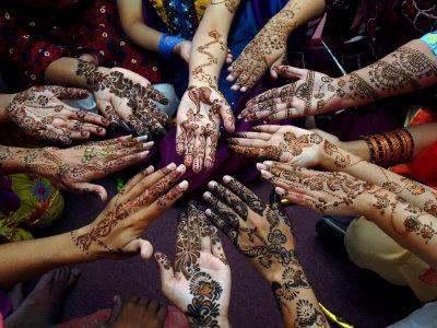 Pakistani Girls Show Their Hands Painted with Henna Ahead of the Muslim Festival of Eid-Al-Fitr - Photographic Print
