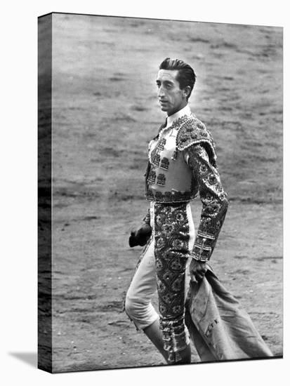 Bullfighter Manolete Accepting Applause of Crowd After Dispatching his Second Bull of the Afternoon-Tony Linck-Stretched Canvas Print