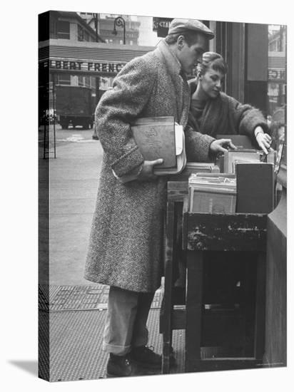 Paul Newman Shopping with His Wife, Joanne Woodward-Gordon Parks-Stretched Canvas Print