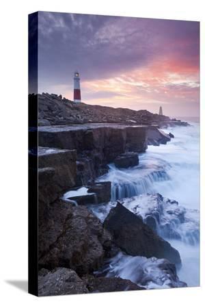 adam-burton-waves-crash-against-the-limestone-ledges-near-the-lighthouse-at-portland-bill-dorset-england