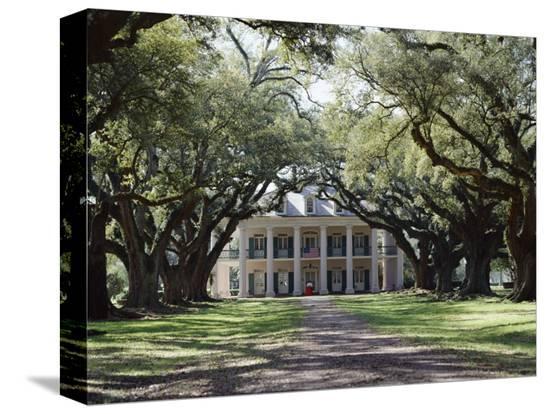 adina-tovy-exterior-of-plantation-home-oak-alley-new-orleans-louisiana-usa