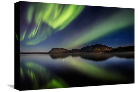 aurora-borealis-or-northern-lights-at-lake-thingvallavatn-thingvellir-national-park