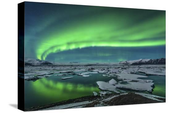 aurora-borealis-over-the-glacial-lagoon-jokulsarlon-in-iceland