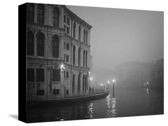 bill-young-italy-venice-building-with-grand-canal-on-foggy-morning
