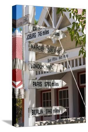 catharina-lux-south-africa-matjiesfontein-signpost