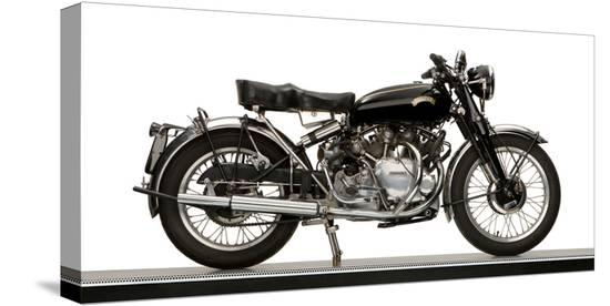 close-up-of-a-1954-vincent-998cc-series-c-rapide-motorcycle