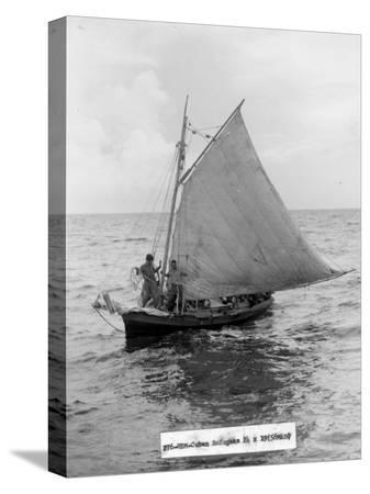 cuban-refugee-boat-crossing-the-straits-of-florida-seeking-freedom-in-the-us