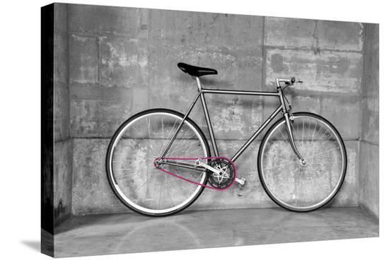 dutourdumonde-a-fixed-gear-bicycle-or-fixie-in-black-and-white-with-a-pink-chain