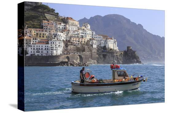 eleanor-scriven-fisherman-in-fishing-boat-heads-out-to-sea-from-amalfi-harbour