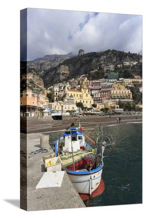 eleanor-scriven-fishing-boat-at-quayside-and-positano-town-costiera-amalfitana-amalfi-coast-campania-italy
