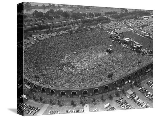 fans-jam-philadelphia-s-jfk-stadium-during-the-live-aid-concert