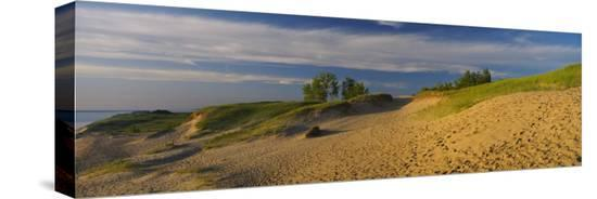 footprints-in-the-sand-sleeping-bear-dunes-national-lakeshore-michigan-usa