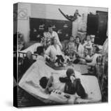 Nurses and Animals Watching One of the Hospital's Methods of Using Therapy with Animals