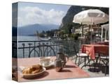 Town and Lakeside Cafe  Menaggio  Lake Como  Lombardy  Italian Lakes  Italy  Europe