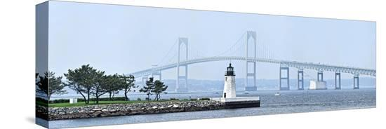 goat-island-lighthouse-with-claiborne-pell-bridge-in-the-background-newport-rhode-island-usa