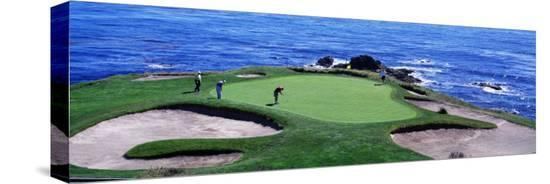 golfers-pebble-beach-california-usa