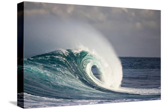 jefffarsai-wave-breaking-in-ocean