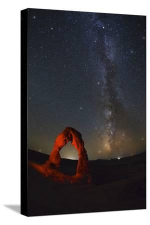 jon-hicks-delicate-arch-and-the-milky-way