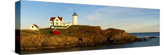 lighthouse-on-the-coast-cape-neddick-lighthouse-cape-neddick-york-maine-usa
