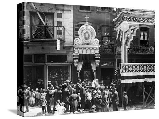little-italy-street-altar-to-our-lady-of-help-mott-st-new-york-1908