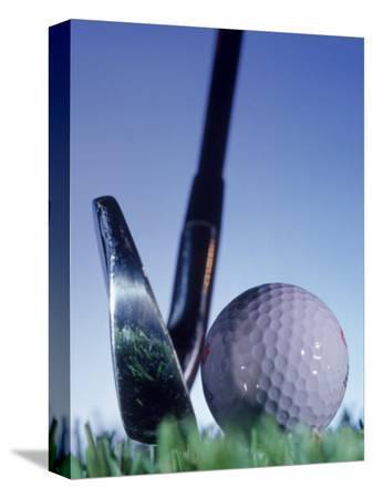 matthew-borkoski-golf-ball-and-tee