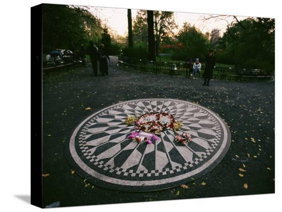 melissa-farlow-the-imagine-mosaic-a-memorial-to-john-lennon-in-strawberry-fields
