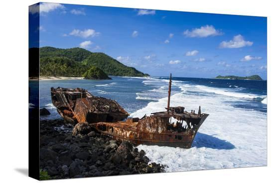 michael-runkel-shipwreck-on-the-east-coast-of-tutuila-island-american-samoa-south-pacific