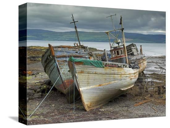neale-clarke-wrecked-fishing-boats-in-gathering-storm-salen-isle-of-mull-inner-hebrides-scotland-uk