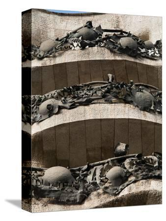 nico-tondini-mila-house-la-pedrera-by-antoni-gaudi-unesco-world-heritage-site-barcelona-spain