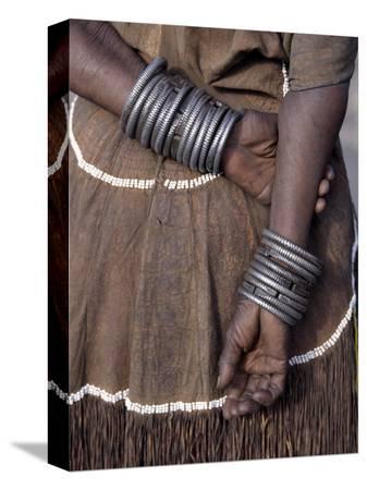 nigel-pavitt-numerous-decorated-iron-bracelets-worn-by-a-datoga-woman-tanzania