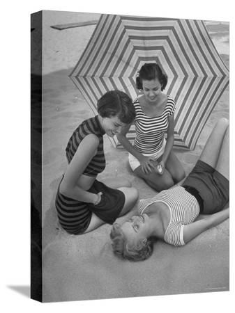 nina-leen-models-on-beach-wearing-latest-beach-fashions