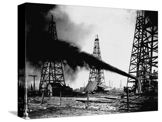 oil-gushing-from-spindletop-hill-in-beaumont-texas