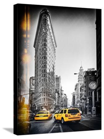 philippe-hugonnard-vintage-black-and-white-series-flatiron-building-and-yellow-cabs-manhattan-new-york-usa