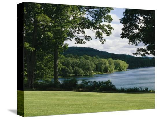 raymond-gehman-a-scenic-view-of-otsego-lake-near-cooperstown-new-york