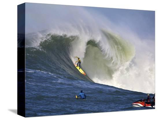 rebecca-jackrel-mavericks-surf-competition-2010-half-moon-bay-california-usa