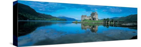 reflection-of-a-castle-in-water-eilean-donan-castle-loch-duich-highlands-scotland