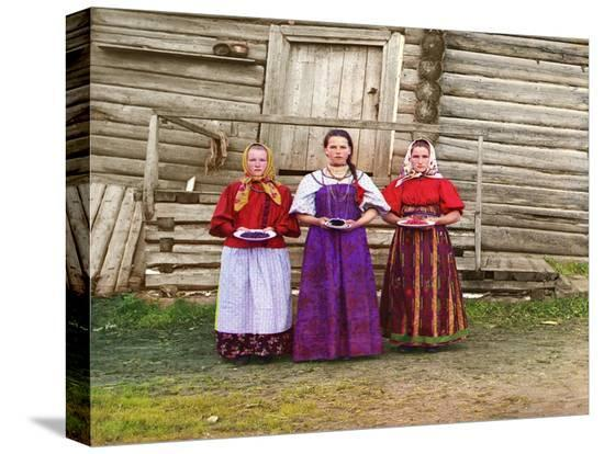 sergey-mikhaylovich-prokudin-gorsky-young-russian-peasant-women-sheksna-river-near-the-small-town-of-kirillov-russia-1909