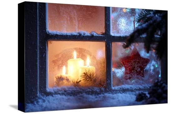 sofiaworld-frosted-window-with-christmas-decoration
