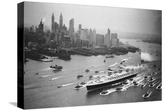 ss-united-states-arrives-in-manhattan