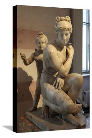 statue-of-bathing-aphrodite-and-eros