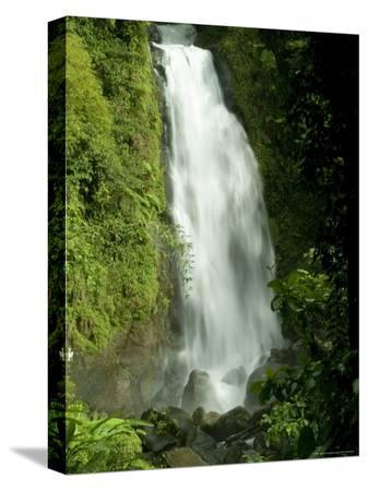 todd-gipstein-trafalgar-falls-flowing-onto-the-rocks-below