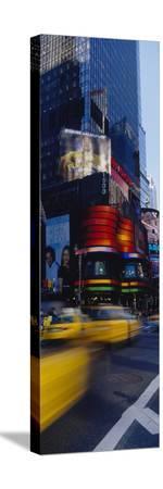traffic-on-a-street-times-square-manhattan-new-york-usa