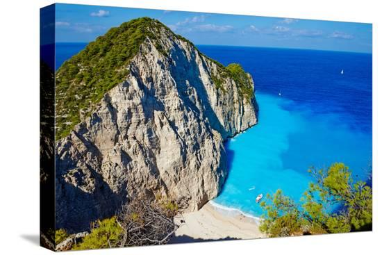 tuul-and-bruno-morandi-greece-ionian-island-zante-island-shipwreck-beach