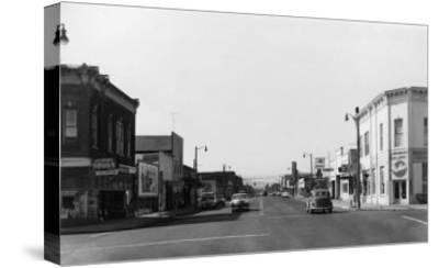 Newberg, Oregon Main Street View Photograph - Newberg, OR-Lantern Press-Stretched Canvas Print