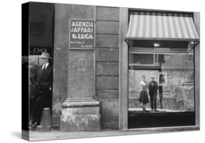 Brassaï et Gilberte à Genova--Stretched Canvas Print