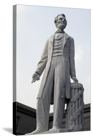 Monument to US President Abraham Lincoln--Stretched Canvas Print