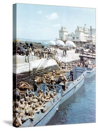 United States Army Troops Boarding a Landing Craft Infantry--Stretched Canvas Print