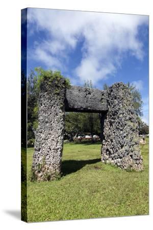 Ha'amonga 'A Maui Arch-benkrut-Stretched Canvas Print