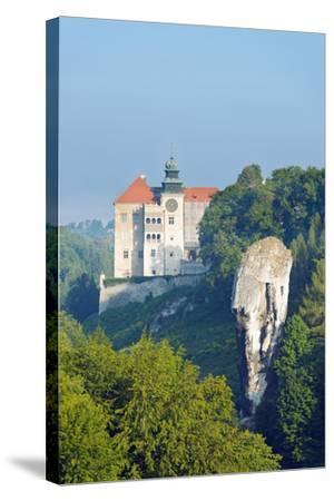Europe, Poland, Malopolska, Ojcow National Park, Pieskowa Skala Castle and Hercules Club-Christian Kober-Stretched Canvas Print