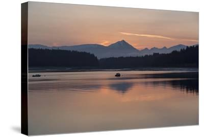 Sunrise over Fairweather Mountains in Glacier Bay National Park and Preserve-Macduff Everton-Stretched Canvas Print